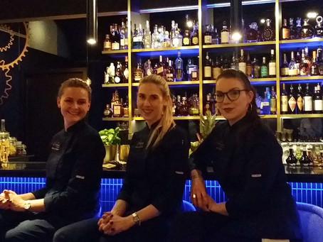 Contemporary Bar: zeitgenössisch weiblich