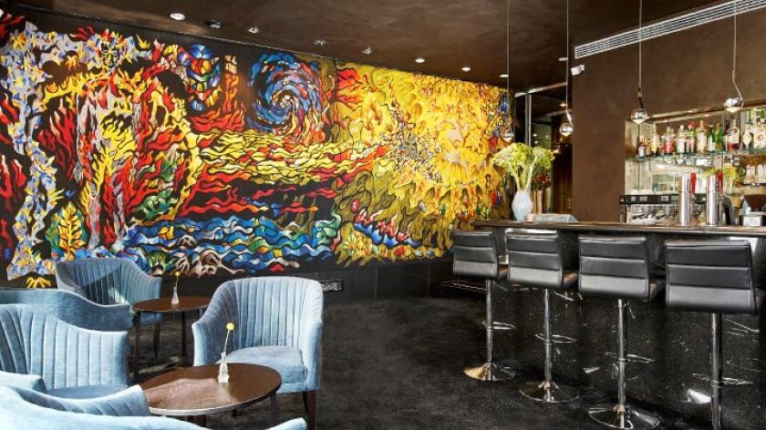 Die Tian Bar mit spektakulärem Wandbild