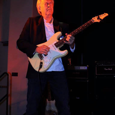 Steve Snider Lead Guitarist for FOE
