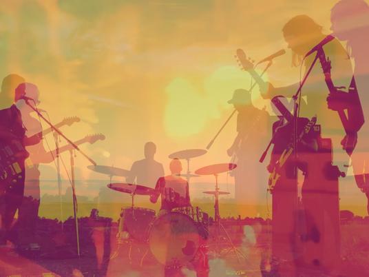 Nebenschau Premiere New Single And Music Video 'Vous/Du'