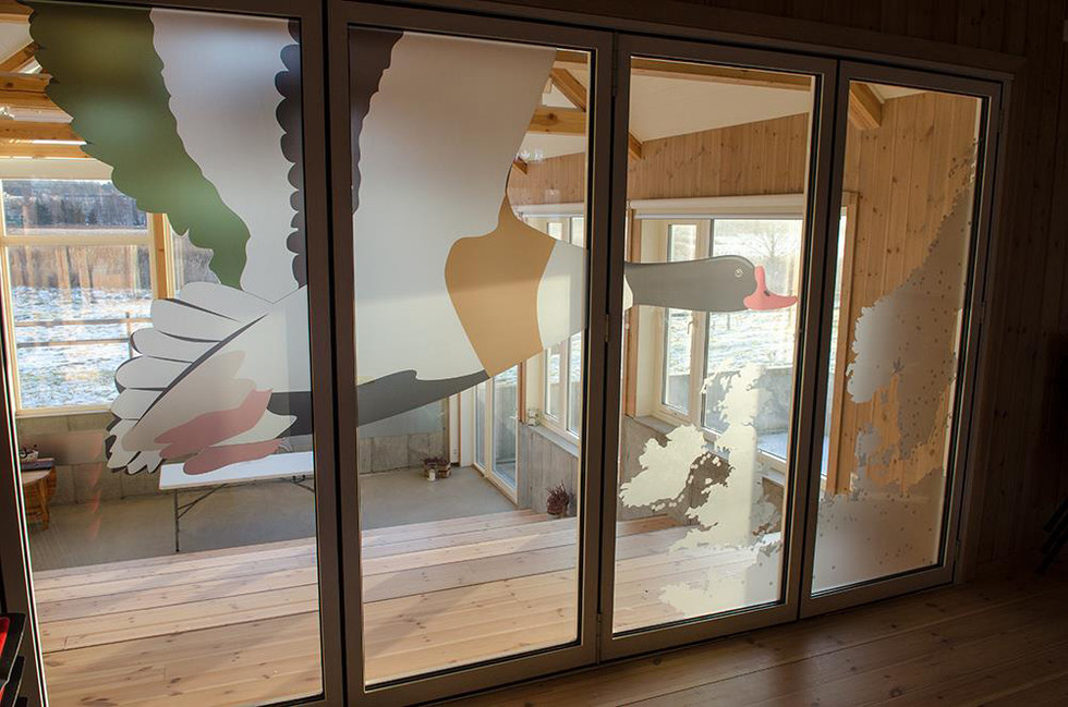 Kunstnerisk utsmykning - design glass skyvedør Ilene Våtmarkssenter
