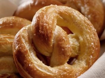 Bretzelsonndeg - история и рецепт традиционного кренделя