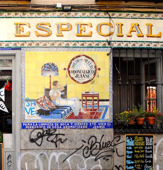 Madrid, Malasaña, pub en azulejos