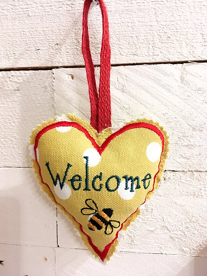 Welcome hanging heart with bee