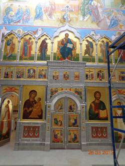 Басменный центральный иконостас