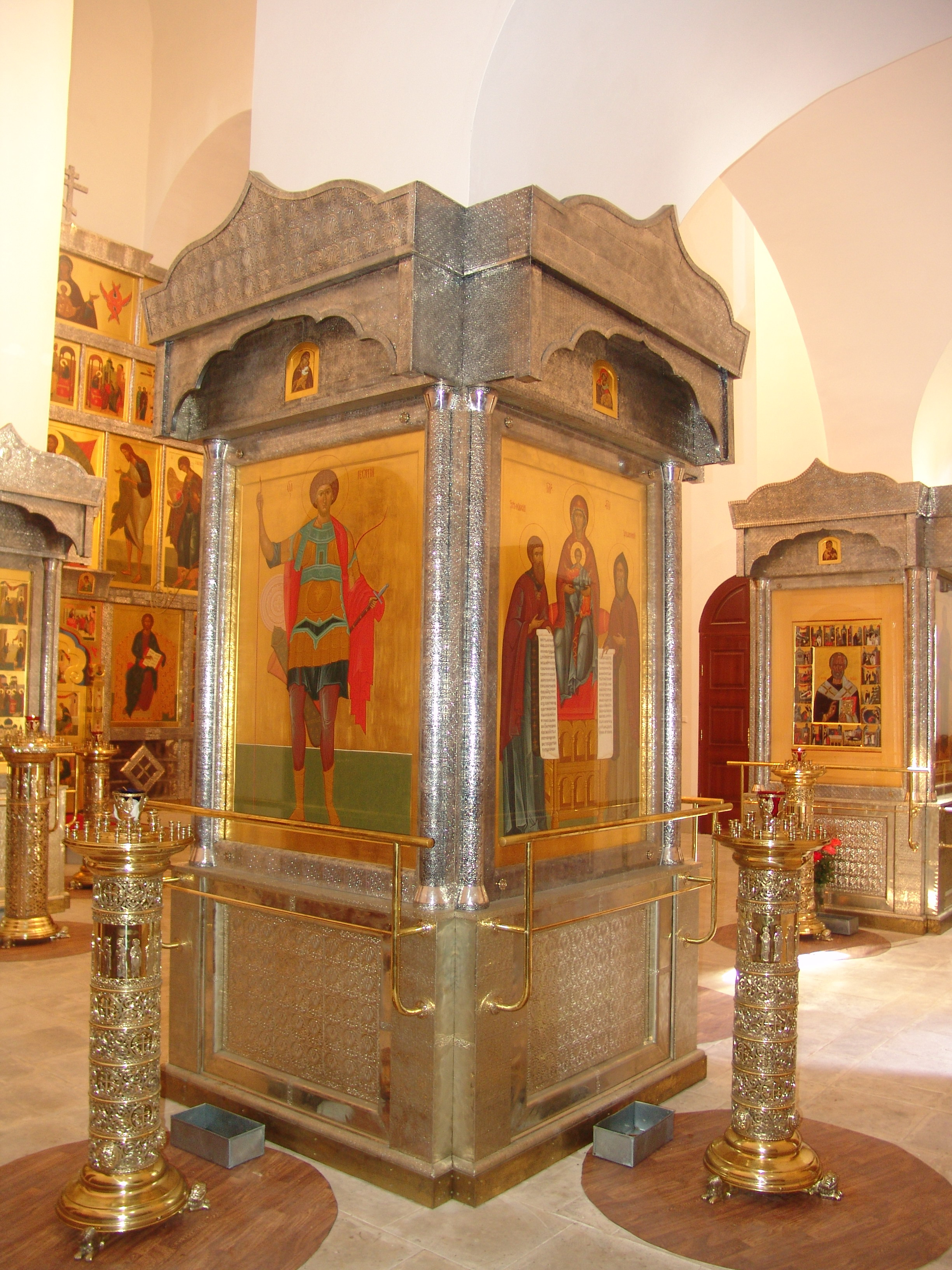 Интерьер храма. Никольский храм,