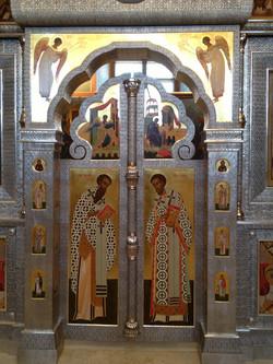 Царские врата басменного иконостаса.