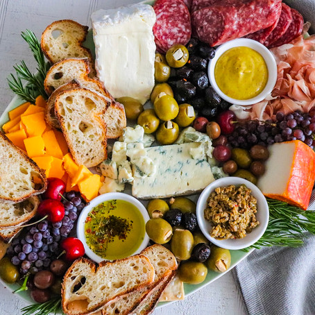 Crafting the Perfect Cheese and Charcuterie Platter