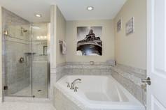 035 707 W GLEBE ROAD Master Bath.jpg