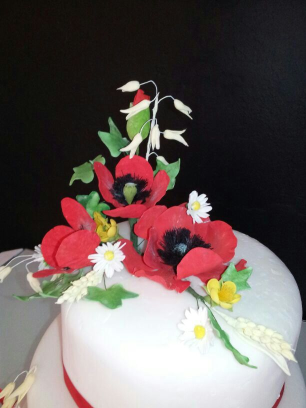Wild sugar flowers on wedding cake