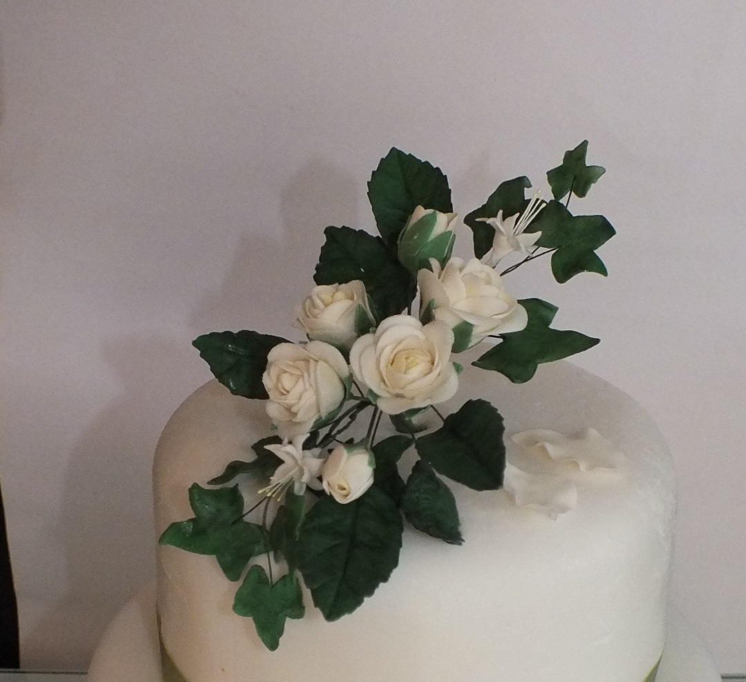 Cream roses with ivy