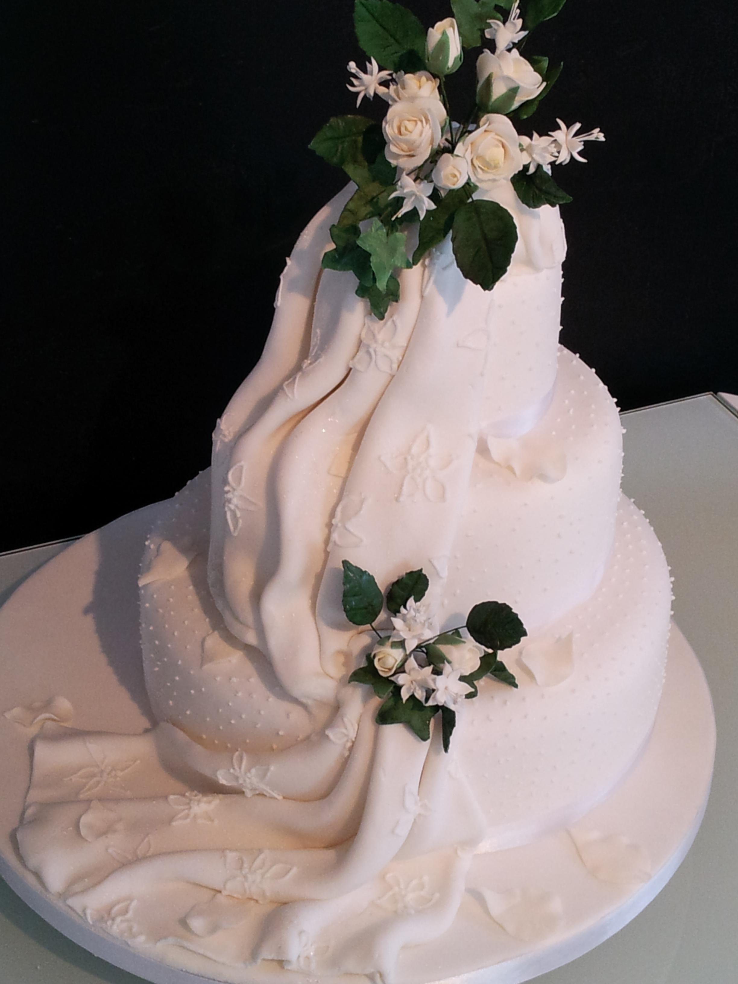 Sash cake with embroidery
