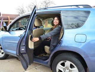 El entrenamiento de viajes en coches compartidos para los habitantes de Denver con discapacidades