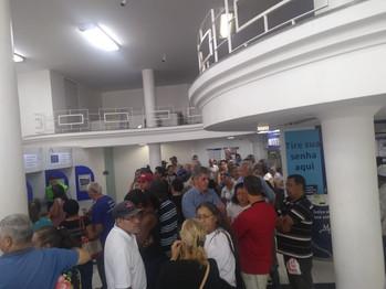 MERCANTIL TIRA CAIXAS FÍSICOS E OBRIGA CLIENTES A ESPERAR MAIS DE 1H30 NA FILA DO AUTOATENDIMENTO