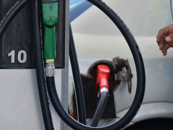 Gasolina já passa de R$ 7 em 3 regiões