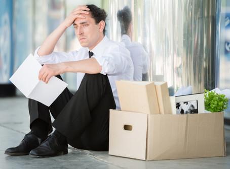 1 em cada 4 empresas do setor de serviços avalia demitir, segundo FGV