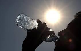Hidratarse y evitar el sol, importantes para combatir altas temperaturas