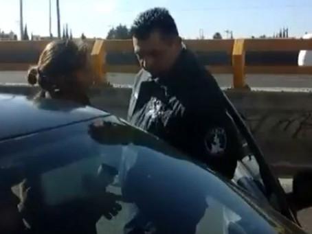Abre Fiscalía carpeta de investigación contra policía que agredió a mujer
