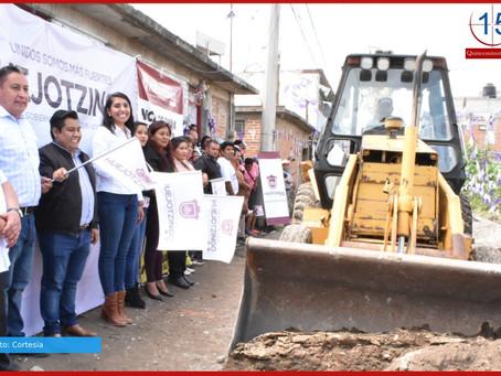 Angélica Alvarado inicia dos obras de pavimentación en Santa Ana  Xalmimilulco