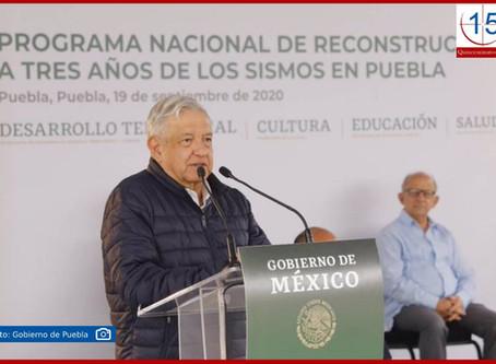"""López Obrador: los migrantes poblanos son """"héroes vivientes"""""""