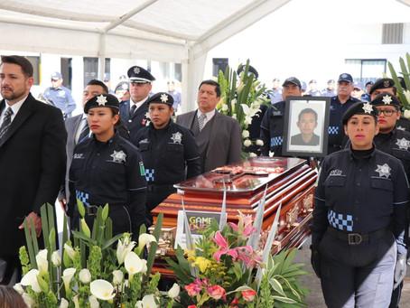 Realizan homenaje a policía emboscado por asaltantes de trenes