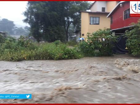 Evacúan a tres familias en Tlaola por crecida de río