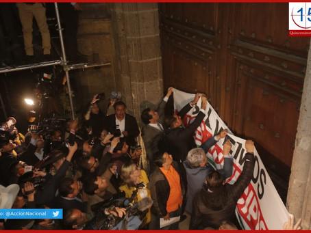 Protestan alcaldes de oposición frente a Palacio Nacional