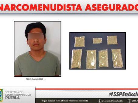 Detienen a presunto narcomenudista en la capital poblana