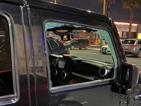 Cristalean vehículos en plazas comerciales de Puebla