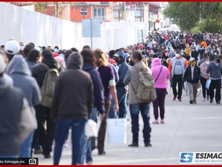 Miles abarrotan el Centro Expositor para recibir la vacuna contra Covid-19