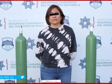 Mujer roba tanques de oxígeno, pero choca al darse a la fuga