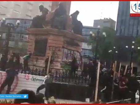 Encapuchados vandalizan la CDMX en marcha por Ayotzinapa
