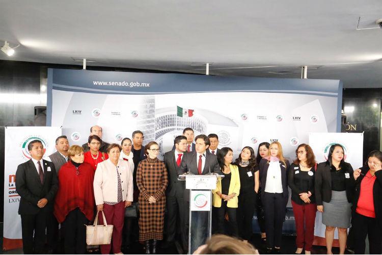 Diputados de Puebla acuden al Senado.