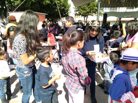 Festejan en San Miguel Xoxtla a los niños por el Día de Reyes