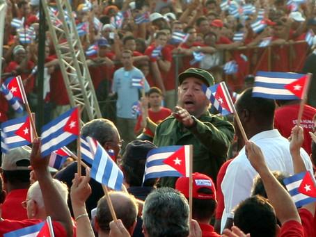 Cubanos rinden homenaje a Fidel Castro en la Plaza de la Revolución