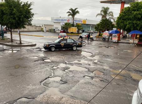 Pide Barbosa a alcaldes rehabilitar calles ante lluvias