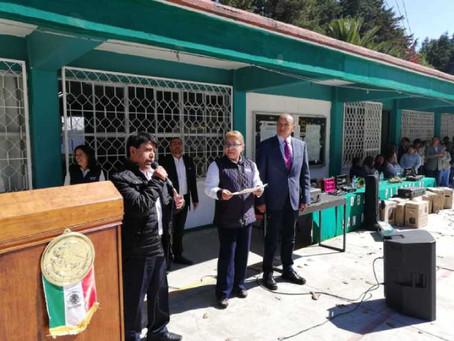 Ángel Flores brinda apoyo a las instituciones educativas en Xoxtla