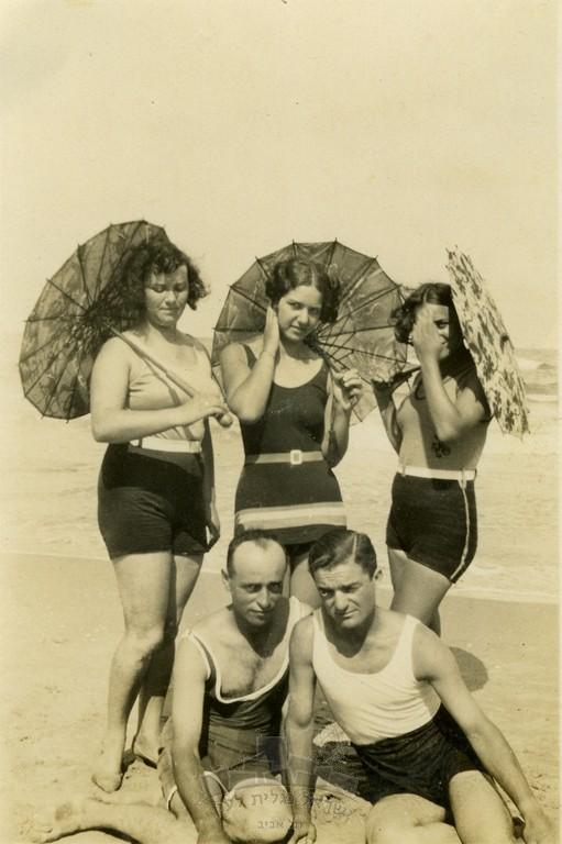 מיכל תמרי, לימים גרסטל (במרכז), עם א