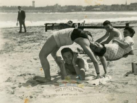 נפש בריאה בגוף בריא – התעמלות על החוף באלכסנדריה וצעדה רגלית לחוף פולג