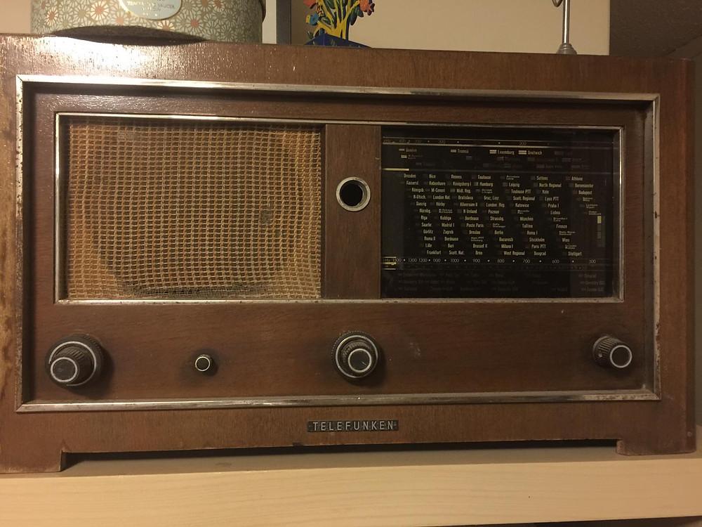 מקלט הרדיו של הרמן ואלה פשחצקי, בביתו של נכדם אלעד גוברמן בסידני, אוסטרליה, 2019