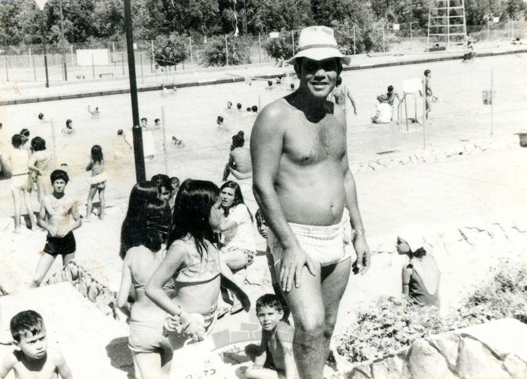 דוד כהן ובאי הבריכה בשדרות, אותה ניה