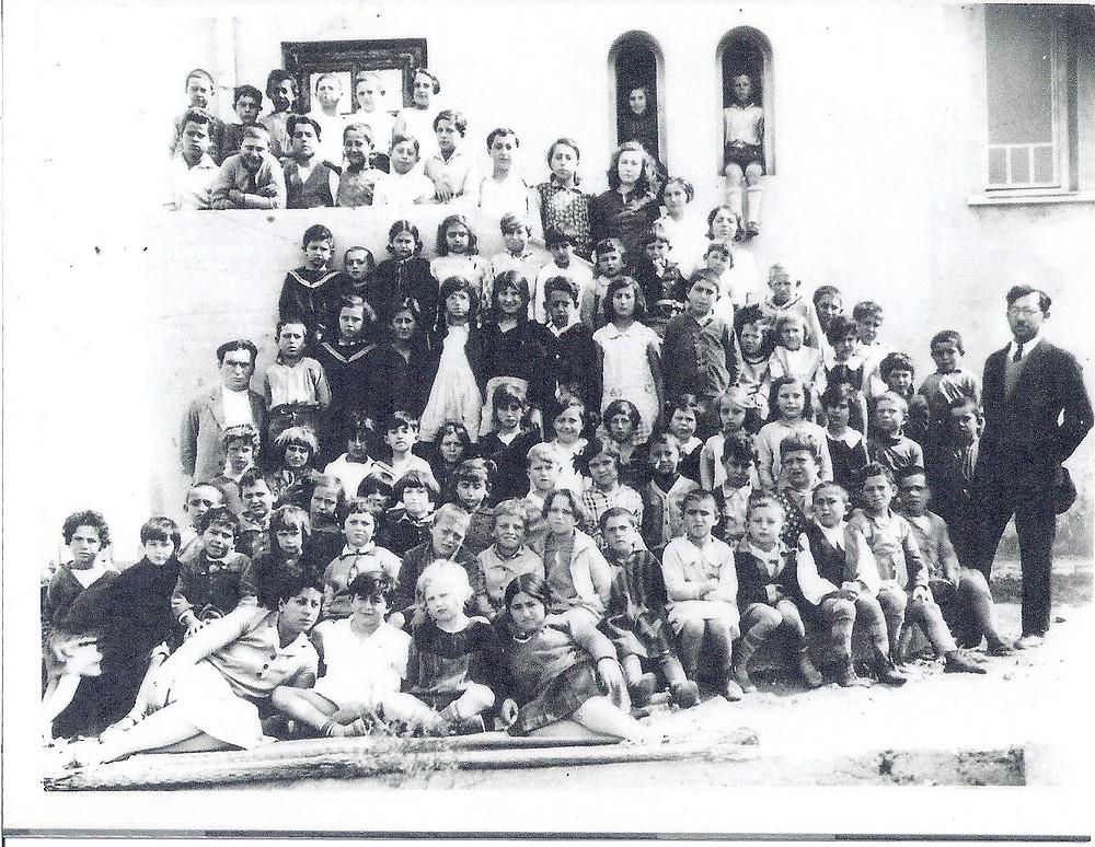 תמונת המחזור בבית הכנסת-הספר בבינימינה - באדיבות ארכיון בנימינה