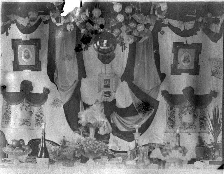 """סוכתו של ד""""ר משה ואלאך, מנהלו של בית החולים שערי צדק, ירושלים, מתוך ארכיון ד""""ר משה (מוריץ) ואלך, ארכיון התצלומים, יד בן-צבי"""