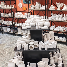 Big%20Selection%20of%20pottery_edited.pn