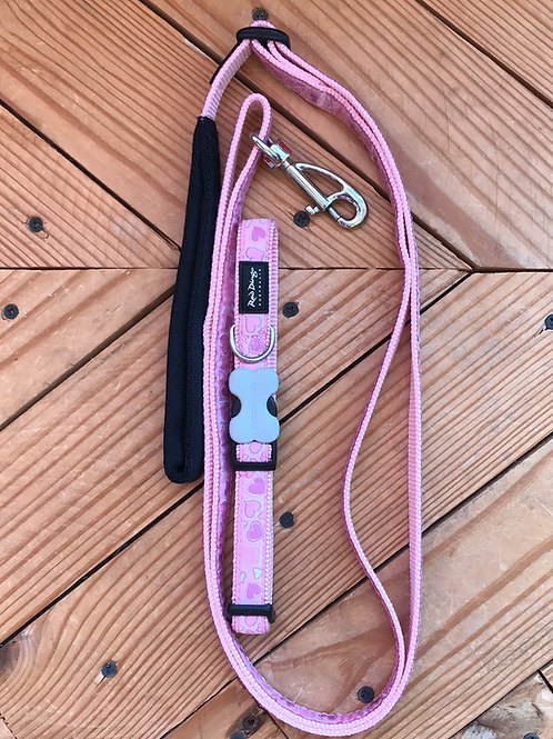 Set Medium buckle collar and leash combo (pink large hearts)