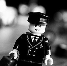 lego-pilote-copilote_edited.jpg