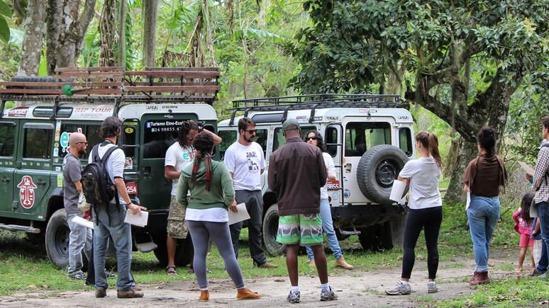 """Partilha de TBC promove """"roteiro-teste"""" entre comunitários e jipeiros de Paraty"""