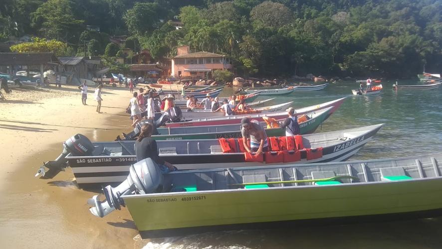 Barcos organizados para o transporte de turistas