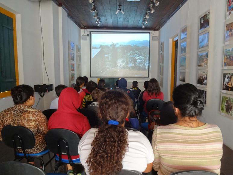 """A Exposição de Fotografias da Campanha """"Preservar é Resistir"""" recebeu hoje a visita de alunos da red"""