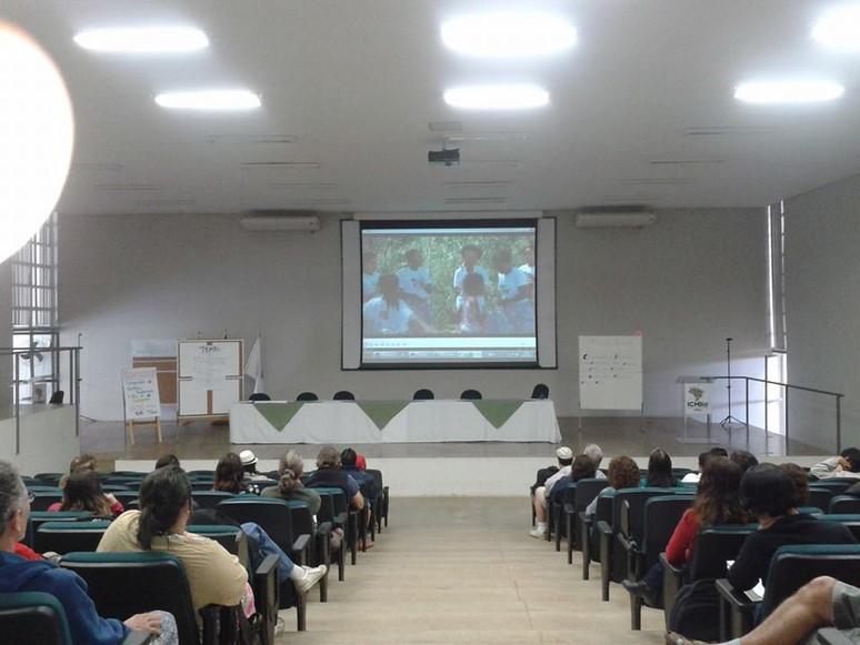 Servidores do ICMBio assistem ao vídeo da Campanha Preservar é Resistir.